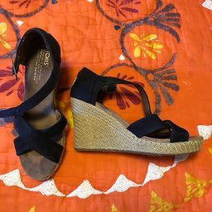 Toms Size 9 Black Wedges